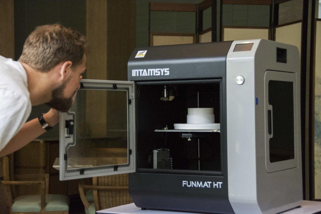 INTAMSYS Funmat HT 3D-Drucker geöffnet